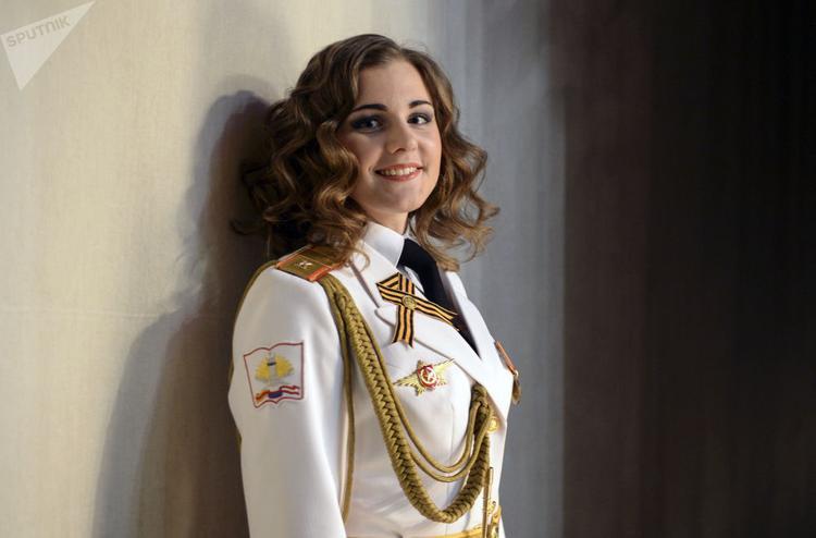 Các cô gái xinh đẹp tham dự cuộc thi này hầu hết đều đang ở độ tuổi 17-25 và đang theo học tại các trường huấn luyện về quân sự.