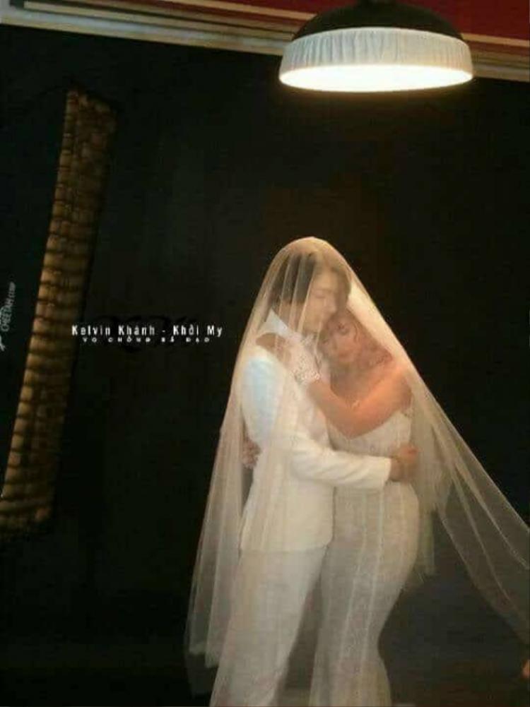 Cặp đôi có những giây phút tình cảm khiến không ít fan phấn khích.
