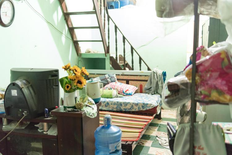 Không gian nhỏ bé là nơi đùm bọc lẫn nhau của ba mẹ con cô Trang suốt gần chục năm qua.