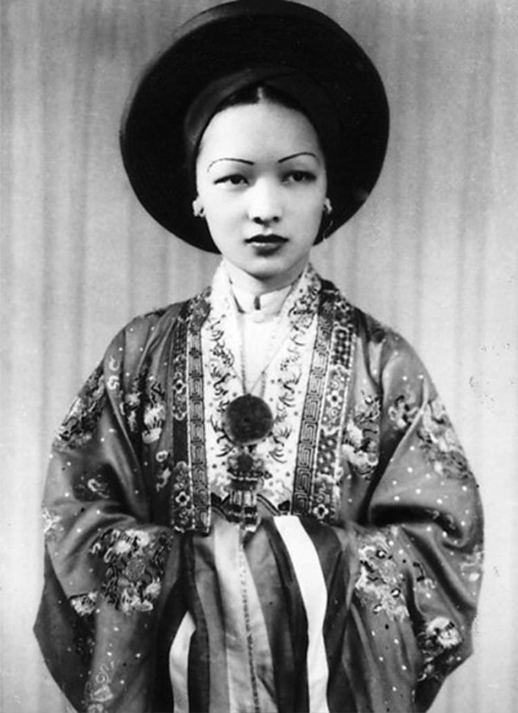 Bà Trần Lệ Xuân trong trang phục Nhật Bình vào ngày cưới.