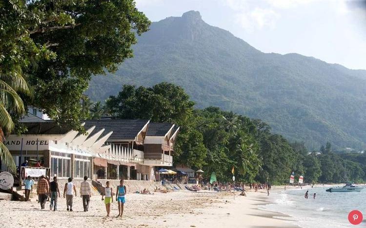 Seychelles: Khi các nhà thám hiểm lần đầu tiên phát hiện ra quần đảo gồm 115 đảo nhỏ của Seychelles, họ tin rằng họ đã đi qua vườn Địa Đàng. Mức độ nổi tiếng của nó ngày càng tăng lên với sự tăng trưởng 20% của du lịch trong năm qua.