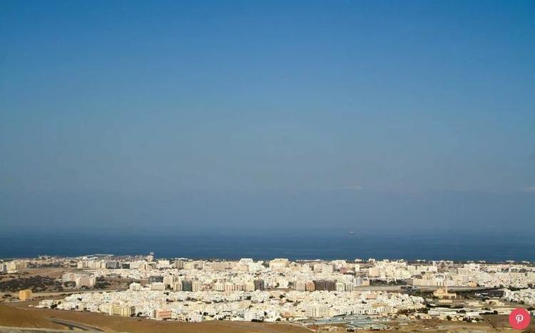 Oman: Đất nước Trung Đông này đang nỗ lực trở thành một điểm đến cao cấp, sang trọng. Theo UNWTO, trong năm qua, du lịch ở đây tăng 19%. Oman chỉ mới mở cửa cho khách du lịch từ những năm 1980, do đó, nó vẫn còn khá hoang sơ. Tuy nhiên, bất ngờ là trung bình mỗi ngày sẽ có một khu nghỉ mát mới được mở ra.