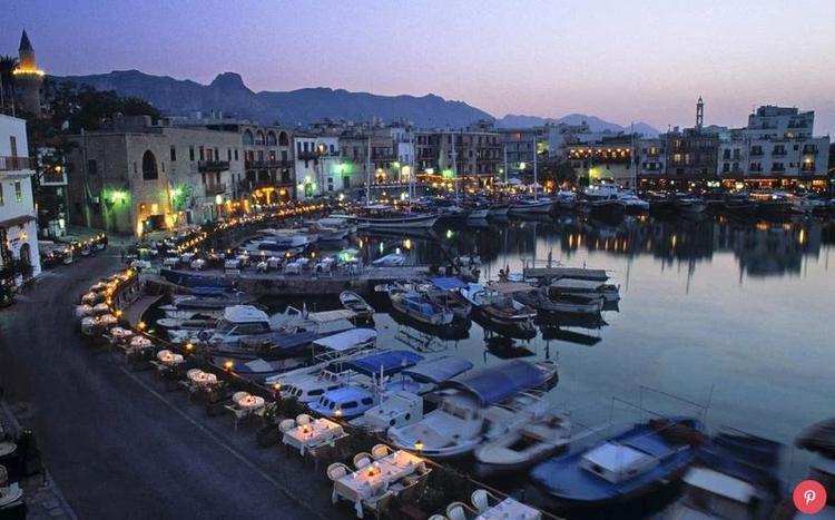 Cộng hòa Síp đã tăng gần 18% lượt khách du lịch trong năm qua. Có vẻ như du khách đều bị hấp dẫn bởi kho tàng của đảo quốc này: đó là những bãi biển và các hiện vật cổ xưa.