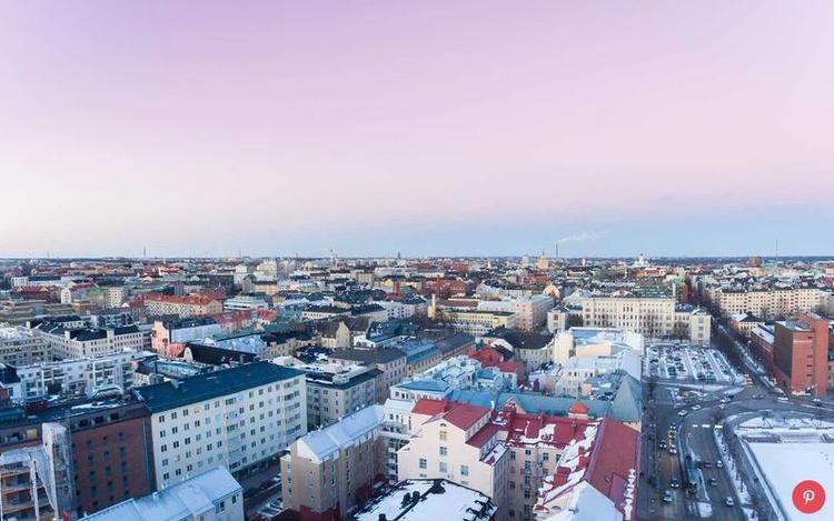 Phần Lan thường bị du khách bỏ qua khi so sánh với các quốc gia Bắc Âu khác như Thụy Điển và Đan Mạch. Tuy nhiên trong năm vừa qua, du lịch ở đây đã tăng 17%. Khách du lịch có thể trải nghiệm một phòng xông hơi truyền thống, ăn tối bằng thịt tuần lộc và ngắm cực quang siêu đẹp ở Lapland.