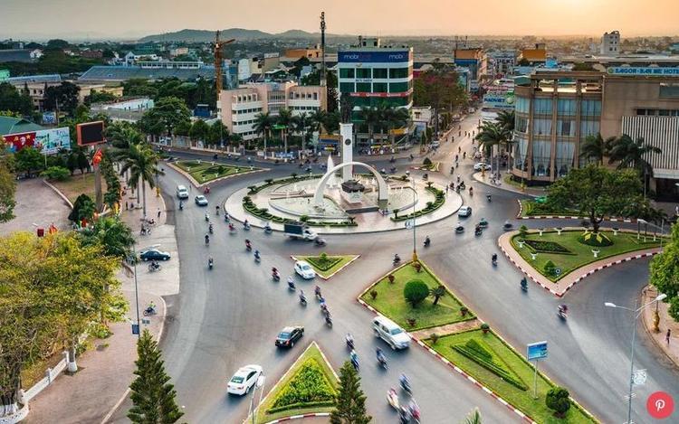 Việt Nam: Đây là quốc gia tăng trưởng du lịch cao nhất ở châu Á trong năm qua, với mức tăng trưởng lên đến 31%. Nền ẩm thực Việt Nam cũng được yêu thích sau những lời khen ngợi từ Anthony Bourdain - một đầu bếp, tác giả, nhân vật truyền hình nổi tiếng của Mỹ - người đã cùng tổng thống Obama thưởng thức bún chả trong chuyến thăm Việt Nam.