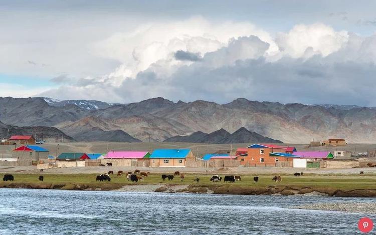 Mông Cổ: Lượt khách du lịch đến Mông Cổ tăng 28% vào năm ngoái. Du khách bị hấp dẫn bởi các khu nghỉ mát hoang dã của Mông Cổ và sự tăng trưởng nhanh đến bất ngờ của thủ đô Ulaanbaatar.