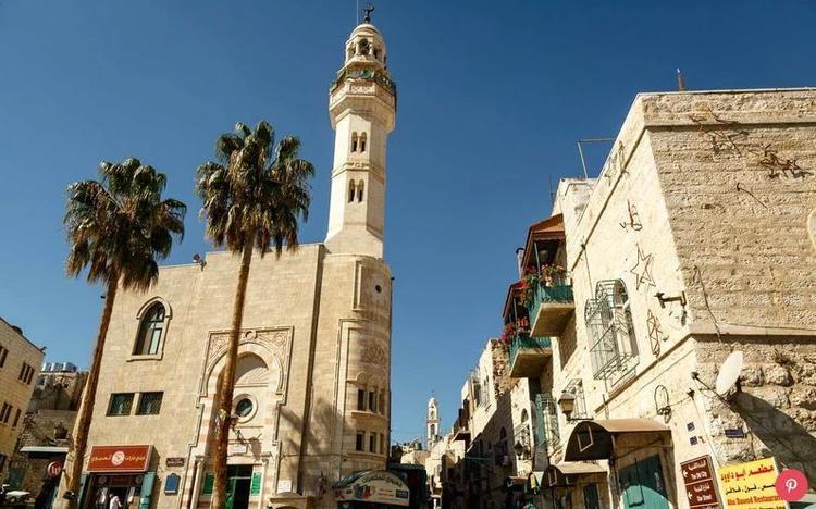 Lãnh thổ Palestin: Trong năm qua, số lượt khách quốc tế viếng thăm Palestine tăng gần 58%. Bờ Tây chào đón nhiều khách tham quan nhất vào dịp Giáng sinh khi Bethlehem tổ chức một đêm lễ Giáng sinh hoành tráng nhất.