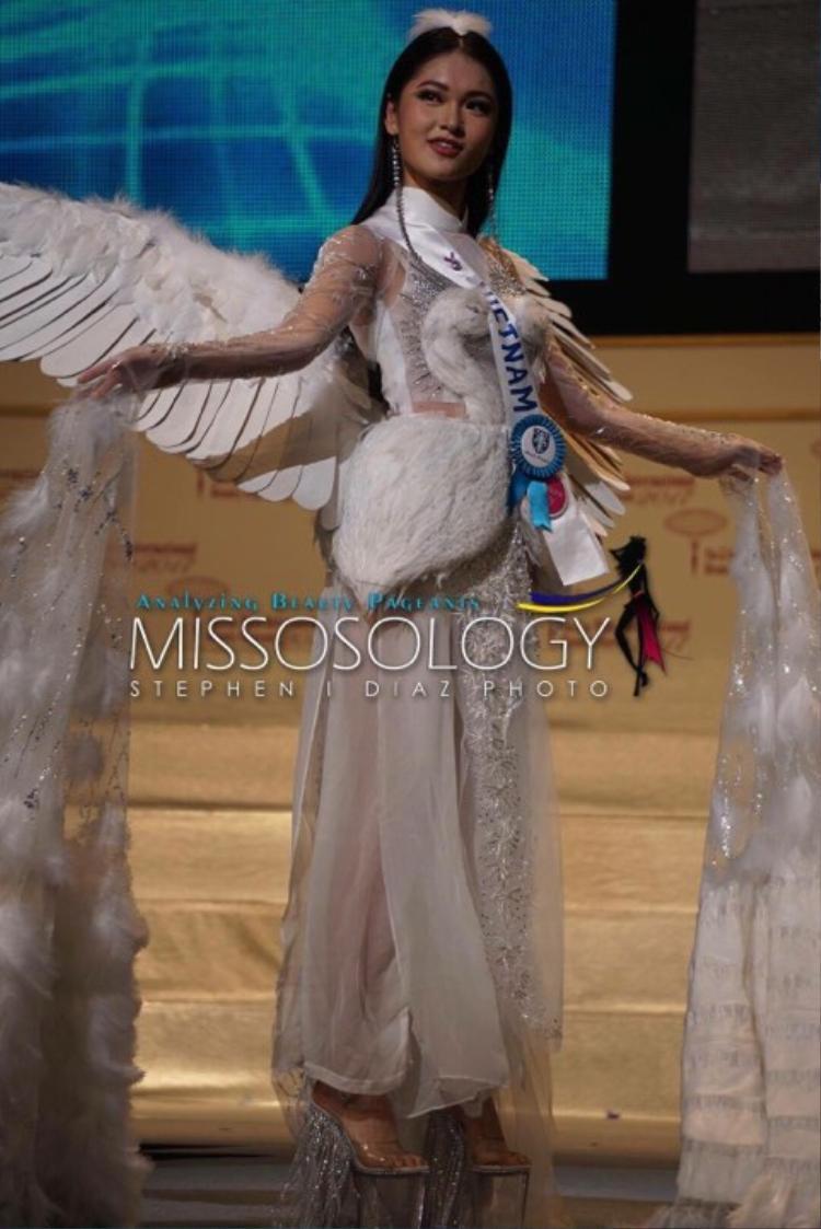 Thuỳ Dung trong buổi tổng duyệt cho Chung kết Miss International 2017.