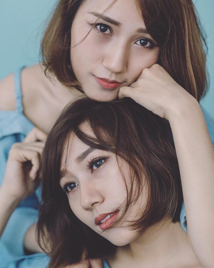"""Ngoại hình hai chị em ngày càng thay đổi nhưng đường nét xinh đẹp vẫn được """"bảo toàn"""" tuyệt đối."""