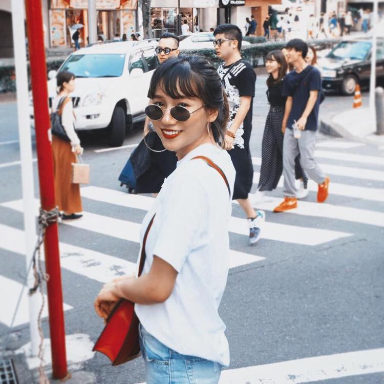 Linh Nhi sở hữu gu thời trang cực chất.