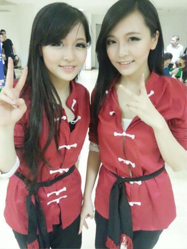 Huyền và Trang từng là hai học viên nổi bật của một võ đường tại Hà Nội. Cả hai từng đạt cấp hồng đai.