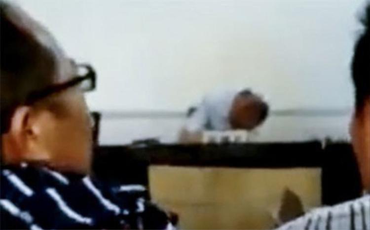 Say quắc cần câu, thẩm phán ngủ gục ngay giữa phiên tòa