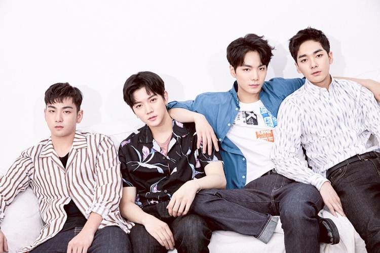 NU'EST W có lẽ là cái tên gây bất ngờ nhất trong top 10. Bật lên nhờ Produce 101 nhưng chỉ với một ca khúc vừa phát hành như Where U At thì sự xuất hiện của nhóm tại vị trí số 2, vượt mặt loạt tên tuổi như BTS, Super Junior, Wanna One,… quả là điều khó hiểu.