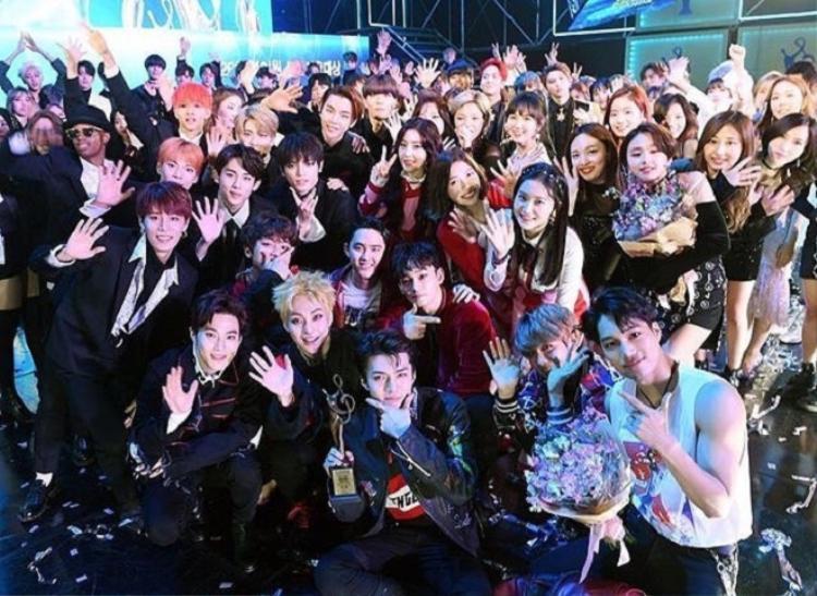 Năm ngoái, lễ trao giải có sự tham gia của nhiều nhóm nhạc, ca sĩ nổi tiếng như EXO, BTS, BlackPink,…