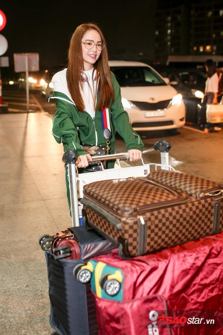 Vì chuyến đi kéo dài gần một tuần nên Minh Hằng mang theo khá nhiều hành lý.