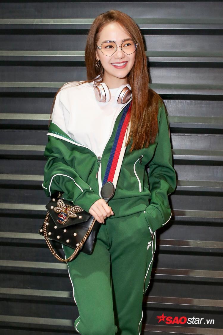Nữ ca sĩ sẽ đáp chuyến bay xuống đất nước Dubai để tham dự một sự kiện thời trang ở đây.