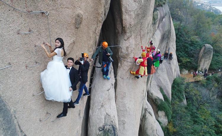 Dãy núi Chaya là một trong những điểm du lịch thu hút lượng lớn khách tham quan tại Trung Quốc. Đây cũng là khu vực ghi hình của bộ phim Tân Tây Du Ký phiên bản 2013.