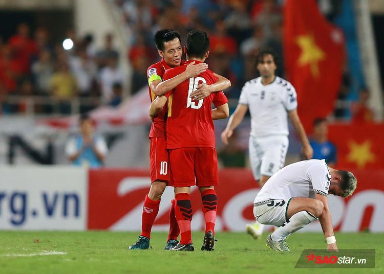 Dù vậy với 1 điểm có được, ông Park tạm hài lòng với chỉ tiêu giành vé cho tuyển VN tham dự VCK Asian Cup 2019. Niềm vui của các cầu thủ Việt và nỗi buồn của đội khách Afghanistan.