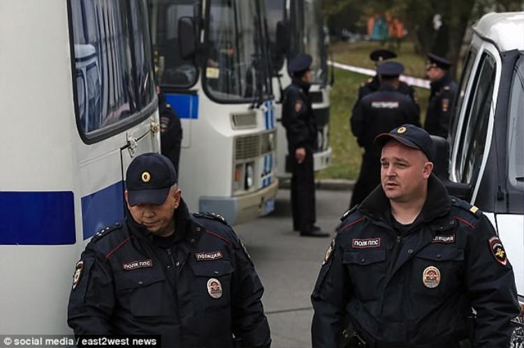 Vụ việc đã xảy ra gần một tuần, nhưng cảnh sát vẫn chưa bắt hai tên tội phạm.