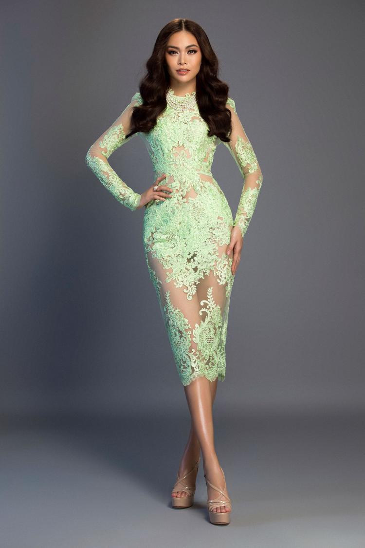 Trong bộ váy ngắn ôm sát, Mâu Thủy khoe trọn hình thể với các số đo chuẩn, kết quả từ những tháng ngày tập luyện bền bỉ.