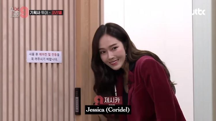 Vẻ ngại ngùng của Jessica khi xuất hiện trên show giải trí sau 3 năm.