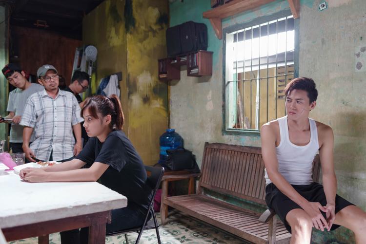 Quách Ngọc Tuyên và Hoàng Yến Chibi trong 1 cảnh quay.