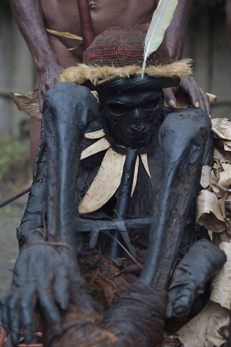 Hiện nay, cách hun khói ướp xác đã bị thất truyền nhưng người Dani vẫn còn lưu giữ vài thi thể, điển hình là thi thể của Agat Mamete Mabel- thủ lĩnh từng cai trị bộ tộc khoảng 250 năm trước. Hiện tại, xác ướp trăm tuổi này được tộc trưởngEli Mabel - hậu duệđời thứ 9 của thủ lĩnh Agat, bảo quản.