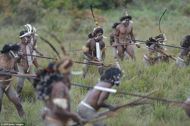 Còn đây là trang phục của người đàn ông ở bộ tộc.