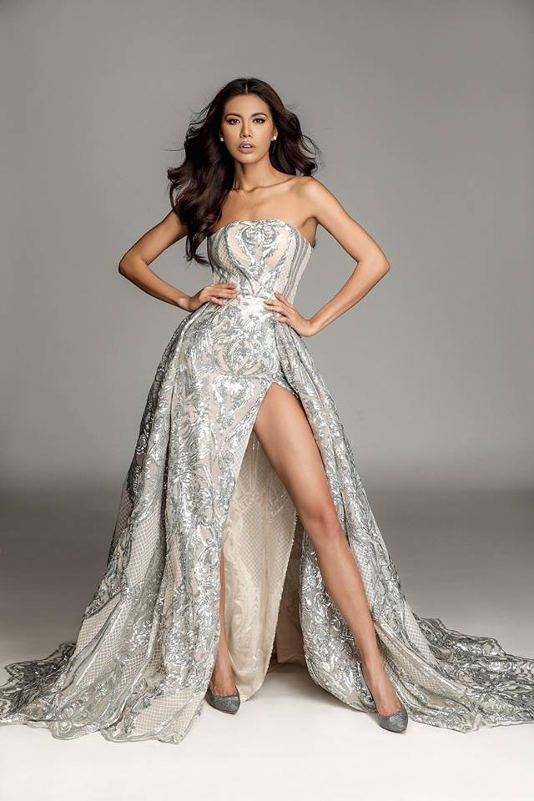 Có vẻ như nếu váy đầm mà không xẻ cao thế này thì Tú không chọn đâu.