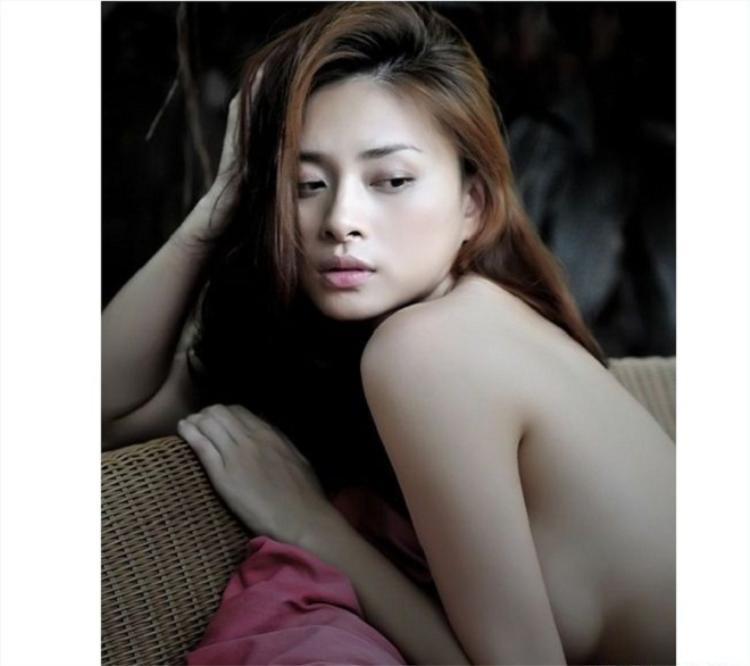 Ở tuổi 26, Ngô Thanh Vân từng dính scandal hình ảnh khêu gợi trong album solo thứ 3 My Way.