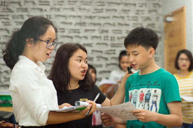 Phương pháp giảng dạy tiếng Anh hiệu quả hiện nay chính là chú trọng các kỹ năng nghe - nói - đọc - viết