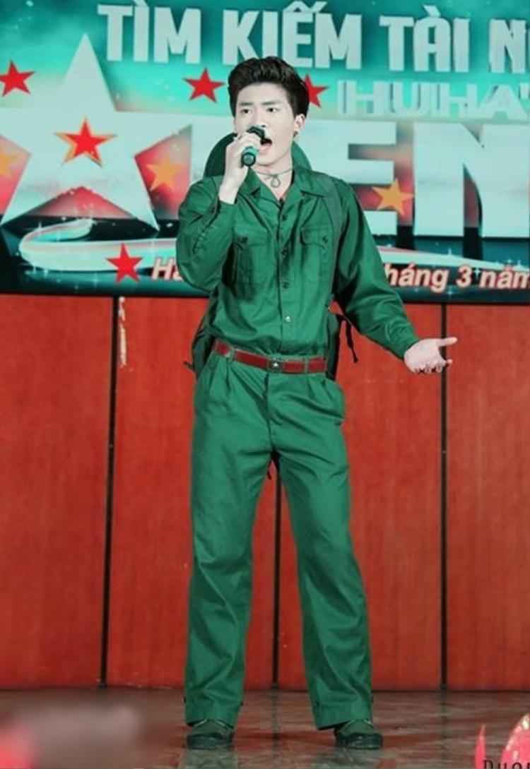 Chàng trai còn tham gia nhiều lĩnh vực nghệ thuật như: ca hát, người mẫu và diễn xuất.