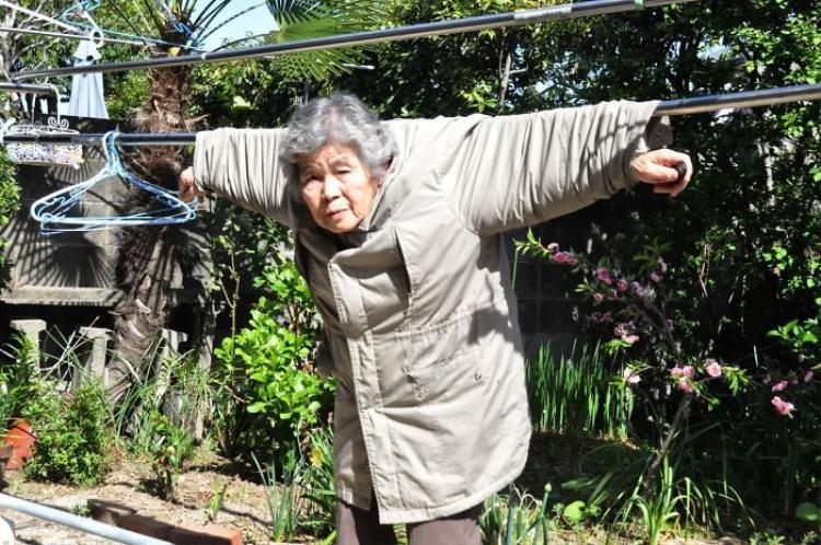 Cụ bà 89 tuổi diễn sâu như thanh niên với những bức ảnh đáng yêu hết mức