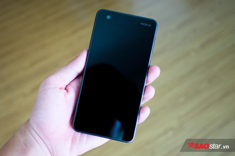 Nokia 2 có thiết kế nhỏ gọn, độ hoàn thiện cao, cho cảm giác cầm nắm thoải mái. Máy được trang bị màn hình 5 inch, độ phân giải HD.