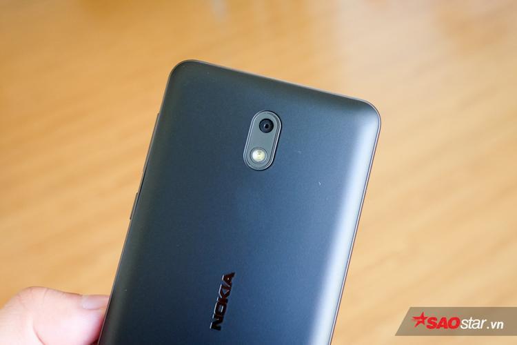 Camera chính của Nokia 2 có độ phân giải 8 MP, đi cùng đèn flash trợ sáng. Với độ phân giải này, máy có thể đáp ứng được nhu cầu chụp ảnh cơ bản của người dùng.
