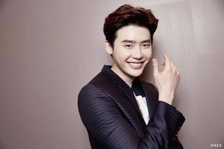 Vắng Lee Min Ho, khán giả nhắc đến Lee Jong Suk trong cuộc chia tay của Suzy.