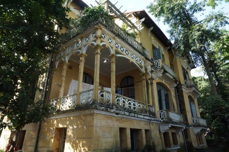 Toàn cảnh căn biệt thự thời Pháp của gia đình cụ bà Hoàng Thị Minh Hồ.