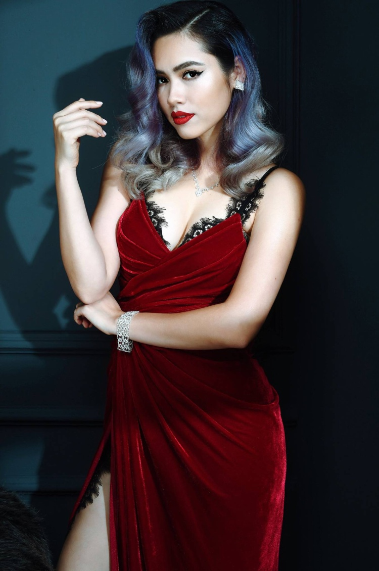 Á hậu Hoàng My đang ở Israel làm phim và vẫn chưa đưa ra quyết định có tiếp tục đồng hành trong đêm chung kết Hoa hậu Hoàn vũ Việt Nam hay không.