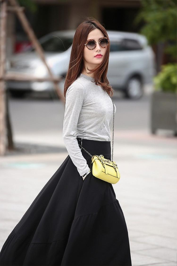 hoặc những chiếc váy xòe dài, mang hơi hướng cổ điển…