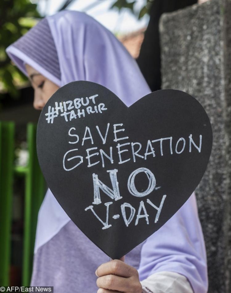 Các nước theo đạo Hồi cấm nhân dân hưởng ứng ngày lễ Valentine vì nó không phải phong tục của đạo Thiên Chúa.