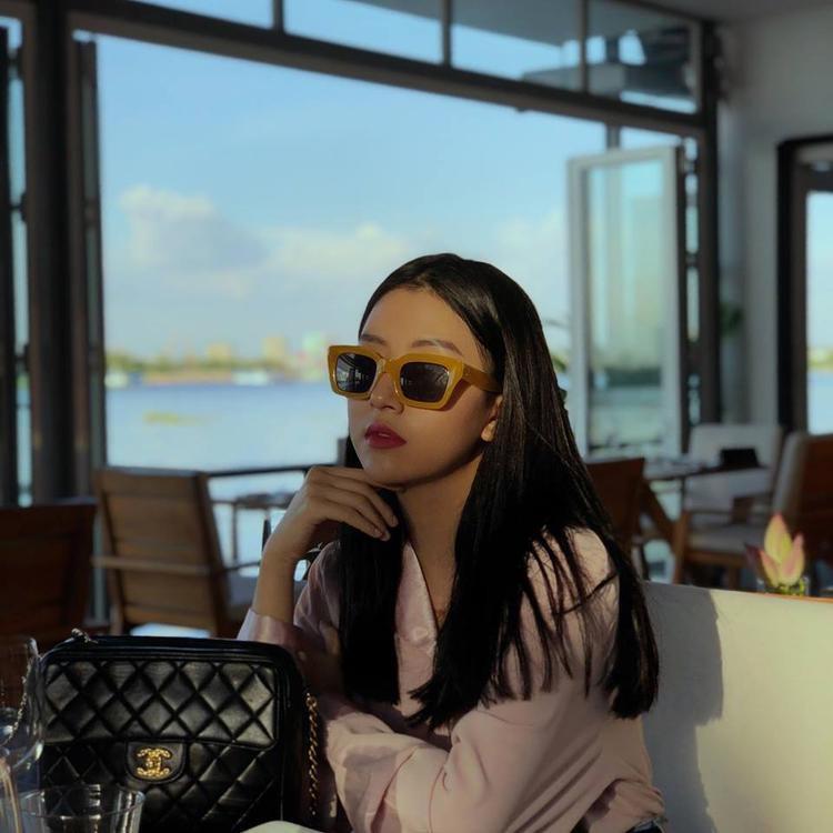 Nhìn Quỳnh Anh Shyn giản dị thế này nhưng vẫn đẹp rất hút mắt đúng không?