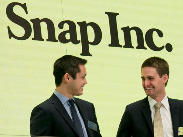 Tháng 3 năm 2017, Snap chính thức chào bán cổ phiếu ra công chúng lần đầu. Bước đà này biến Evan Spiegel thành một trong những tỷ phú tự thân trẻ nhất nước Mỹ.