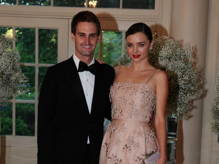 Mặc dù khá tín tiếng trong chuyện tình cảm, Miranda Kerr và Evan Spiegel từng xuất hiện khá rạng rỡ trong một bữa tiệc tại Nhà Trắng vào năm ngoái cùng Tổng thống Barack Obama.