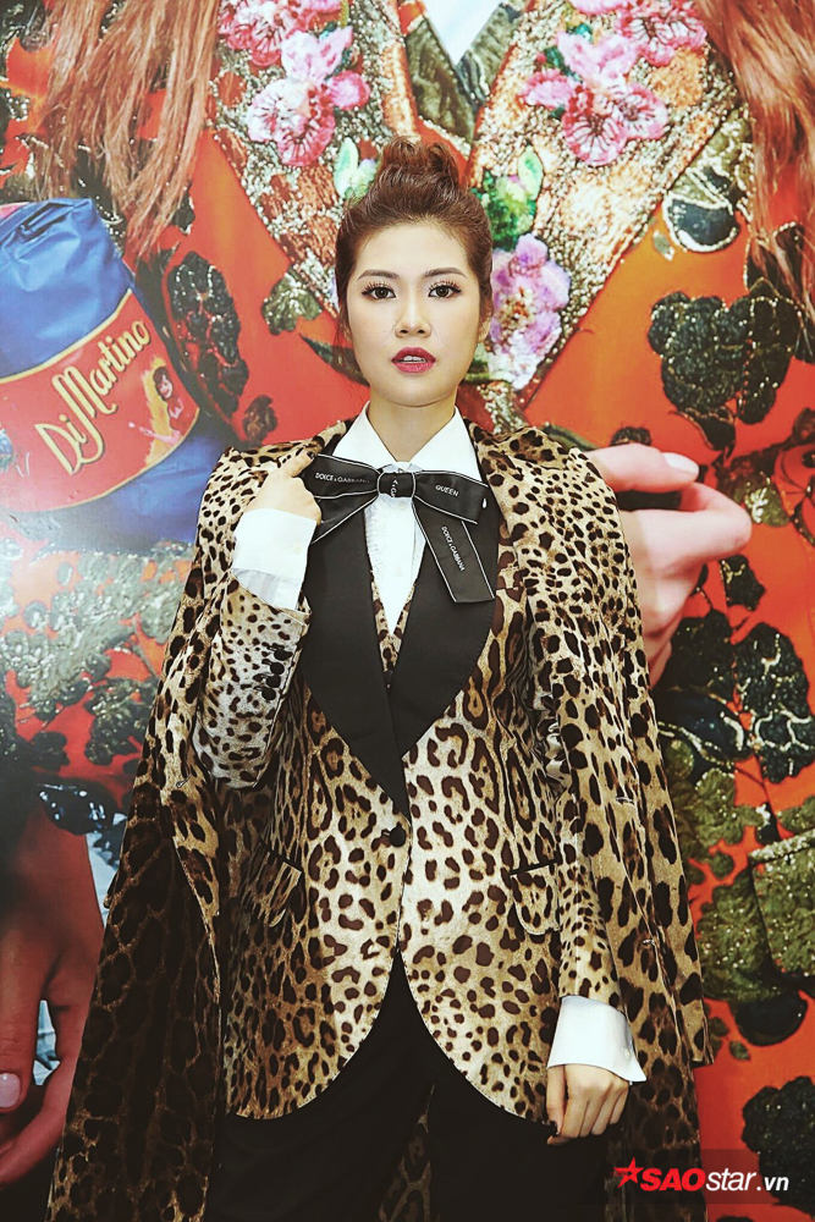 Siêu mẫu Thu Hằng diện bộ váy hot trend của mùa Thu - Đông năm nay.