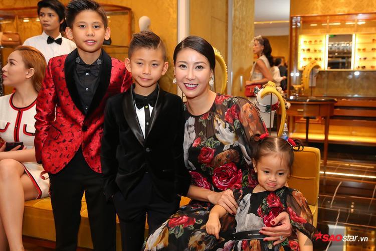 Hoa hậu Hà Kiều Anh và các con.