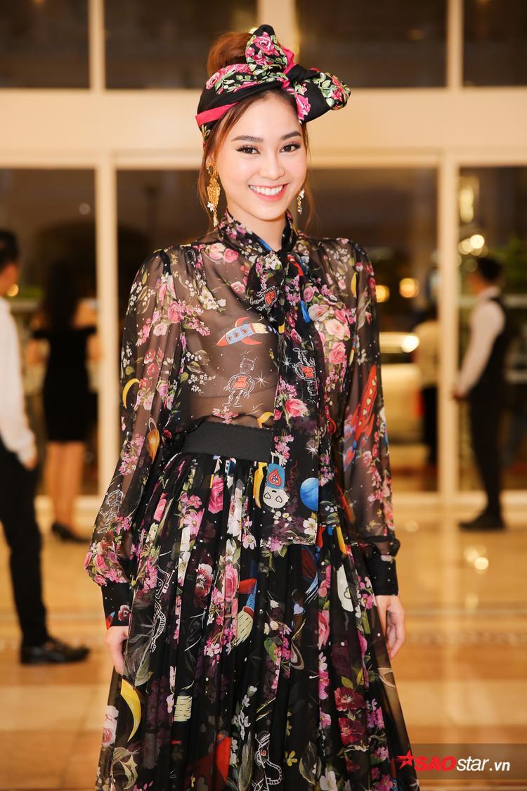 Đây là lần đầu tiên nữ diễn viên Cô Ba Sài Gòn chạm mặt Angela Phương Trinh sau những chia sẻ gây sốc của mình cách đây không lâu.