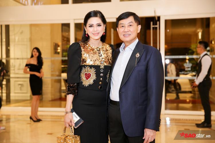 Vợ chồng doanh nhân Jonathan Hạnh Nguyễn - Thủy Tiên có mặt rất sớm để đón khách mời đến tham dự sự kiện.