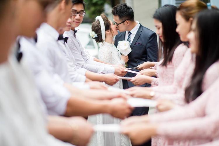 Hình ảnh trong lễ đính hôn của MC Đức Bảo được chia sẻ trên trang cá nhân khiến nhiều người bất ngờ.Ảnh: Facebook