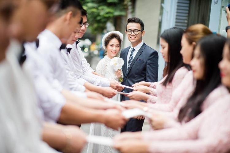 Cô dâu xinh đẹp Bùi Phương Thảo và chú rể Bùi Đức Bảo. Trước khi nên duyên vợ chồng, cả hai là đồng nghiệp, cô dâu là BTV Truyền hình Quốc hội. Ảnh: Facebook