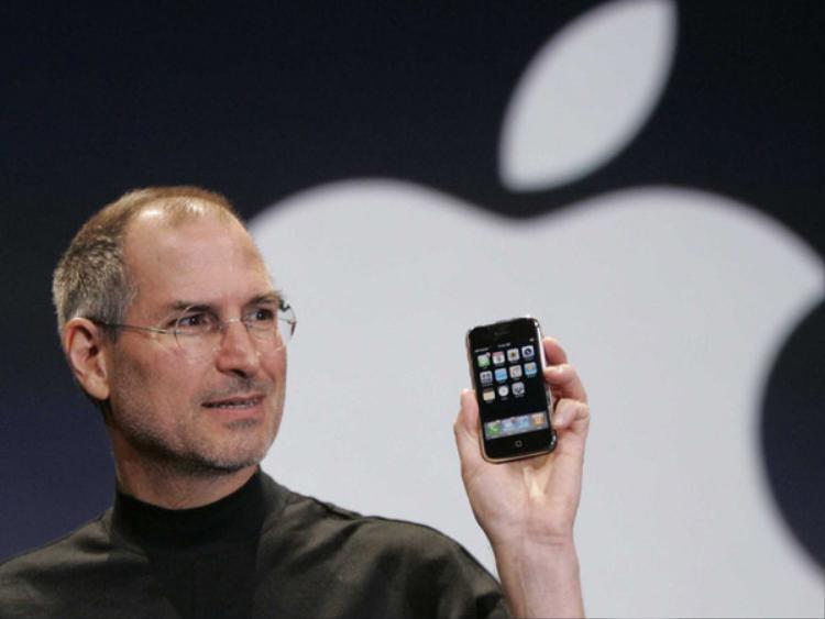 Dù vậy, nhìn từ góc độ hiện tại, khi chúng ta đã có trong tay những chiếc điện thoại tối tân hơn như iPhone X, bạn sẽ thấy iPhone đời đầu thiếu cả những tính năng cơ bản tới mức nào.
